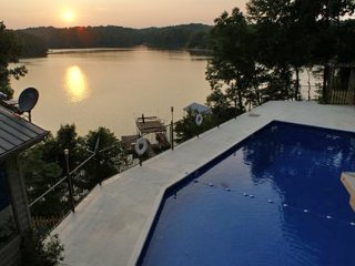 Sunset Summit - Amazing Lake Lanier Views and Pool, Lula