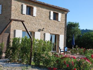 Country cottage with swimming pool, San Ginesio