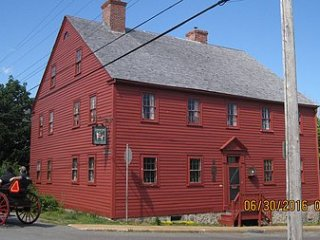 Lennox Tavern B&B Temperance Room, Lunenburg