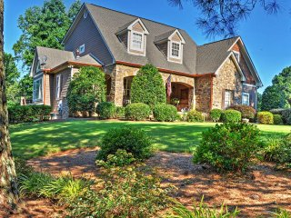 Luxurious 5BR Young Harris House w/Game Room, Private Dock & Impressive Water