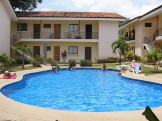 Centrally Located 2BR/2BA Home near Coco Beach w/ Pool, W/D, & Kitchen, Playas del Coco