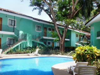 GF24-Upper floor apt - 250m f/beach, Playas del Coco