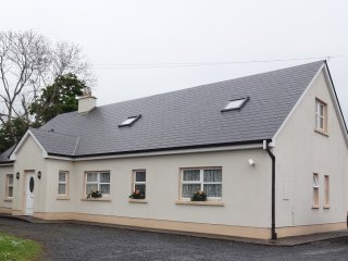 Lovely and Spacious Corofin House