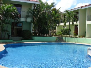 2BR/2BA Villa Sleeps 6 w/ Pool 24 km to Liberia airport, Playas del Coco