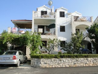Apartment Sonja - beautiful dalmatian house, Supetar
