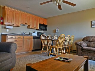 Family-Friendly!  - Large 3BR/3BA Mountain Lodge - Wi-Fi  - Next To Village