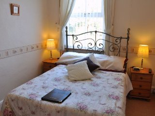 Brook House Double Room Shared Bathroom Room 3, Broadway