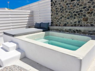 See Santorini suites with Private Jacuzzi and yard, Fira