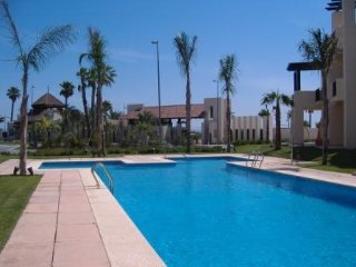 Gorgeous resort holiday apartment. air con, sleeps 4 near pool with free wifi, Los Alcazares