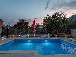 Exclusive Massage Pool with Sea View near Split, Kastel Sucurac