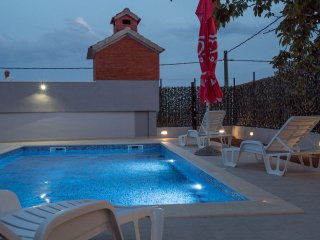 Exclusive hydromassage & private Pool place with Terrace Sea View near Split