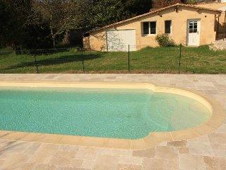 Petite maison independante, avec piscine