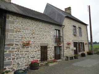 peaceful rural restored farmhouse, Antrain