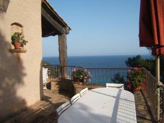 Villa Vue Panoramique 180° sur Mer et îles 2 à 6 p, Le Rayol-Canadel
