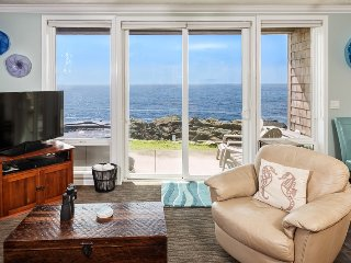 Views! 1 Bdrm w/ Hot Tub, Remodel l, Depoe Bay