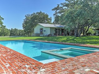 New Listing! 'Three B Ranch' 4BR Somerset House w/Wifi, Private Swimming Pool & Incredible Views of the Rolling Terrain - 25 Minutes from San Antonio!