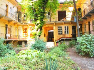 Rustic home with charming garden, super reviews!