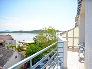 Apartment Demi - One-Bedroom Apartment with Balcony and Sea View, Betina