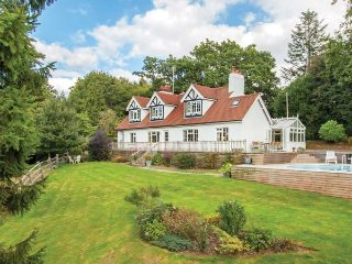 NEWICK HILL HOUSE detached, en-suite, woodburner, swimming pool, in Newick Ref 939497