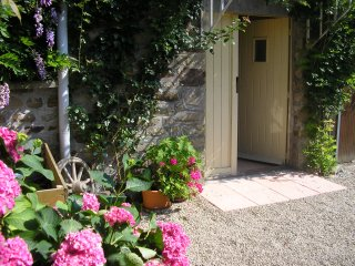 Le Grenier. Spacious Rural Accommodation for Two, Ger