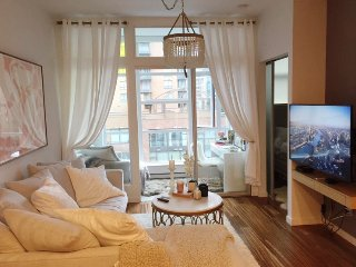 Stunning Designer Condo in the Heart of Yaletown!, Vancouver