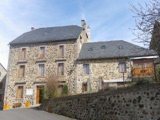 chambre d'hôtes à 20 km de l'A 75, Ferrieres-Saint-Mary