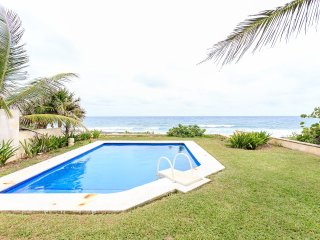 Beautiful Beachfront Villa/PrivPool, Puerto Aventuras