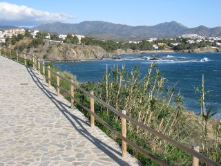 110 apartment to a passage of the beach!, Llançà