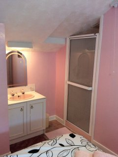 Shower & vanity unit in twin room