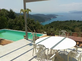 Luxury Villa in Kechria - Unique Sunset -Excellent Views Very Peaceful Location, Ciudad de Skiathos