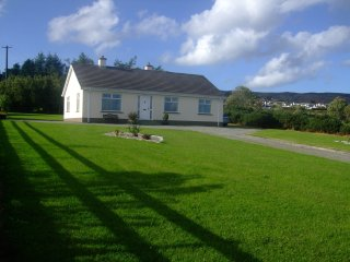 An Shorlan A PET FRIENDLY Holiday Cottage with Fantastic Sea and Mountain Views, Greencastle