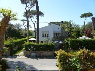 Villa Leda appartamento con giardino al mare