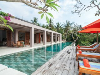Luxury Villa Nambu With Infinity Pool, Tabanan