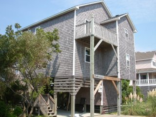 Beach house - Lakefront - 5 min walk to the ocean, Avon