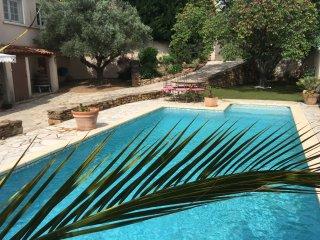 Appartement dans un Hameau avec piscine, Ceyras