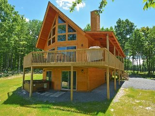 Classic log home in close to skiing & golf!
