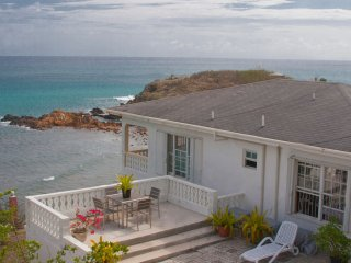 Stunning Oceanfront, Private, Serene 2BD, 2BT Home, Saint Mary Parish