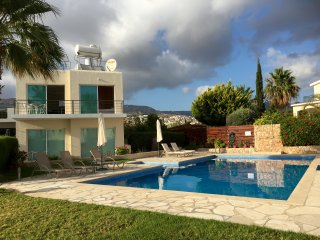 Holmes Place with Pool & Private Roof Terrace, Peyia