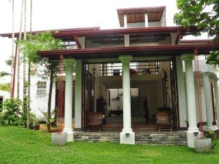 Kumbuk Villa ~ Naturally L u x u r i o u s