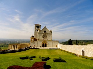 ASSISI CLOSE PROXIMITY, NICE HOLIDAY APARTMENT -RR