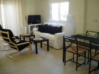 Elegant Seaside Apartment, Saronida