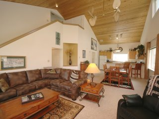 Affordable Luxury Chalet Close to Everything.