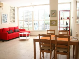 Newly Renovated 2 BR Apart, Raanana center, Ra'anana