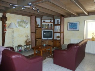GITE PROCHE ROCAMADOUR  +  PISCINE PRIVEE COUVERTE, Mayrinhac-Lentour