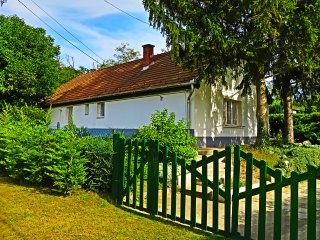Traditional Clay built Family cottage, XL garden, with secluded outdoor pool, Felcsut