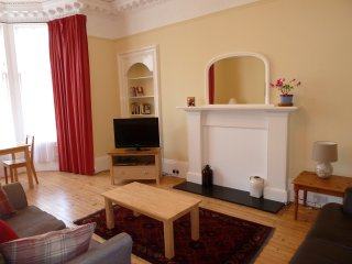 Ground floor flat with Garden and Private Parking, Edimburgo