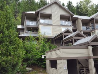 3 BEDROOM TOWNHOUSE IN CREEKSIDE, WHISTLER, Whistler
