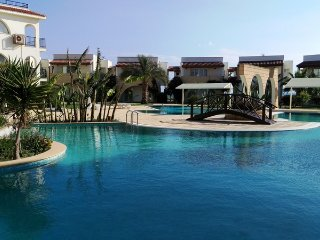 1 bedroom Holiday Apartment by the Med. Sea, Look!, Trikomo