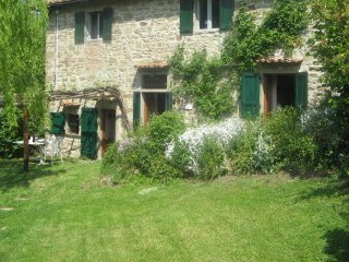 Romantic pet- friendly cottage+ pool near Florence, Londa