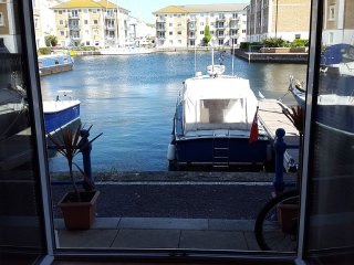 Stunning 2 Bedroom Marina Apartment, Brighton
